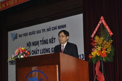 PGS.TS. Nguyễn Hội Nghĩa trình bày báo cáo tại Hội nghị